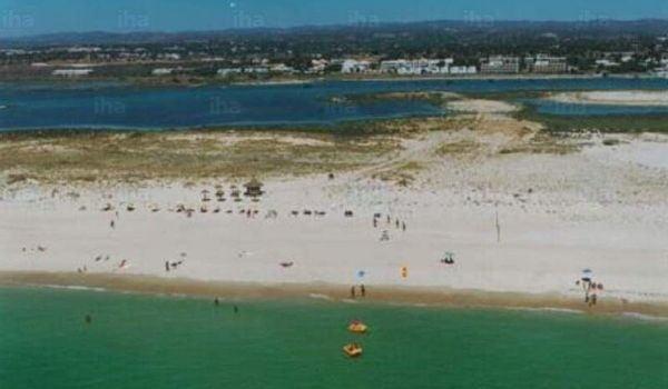 praia da ilha de cabanas algarve